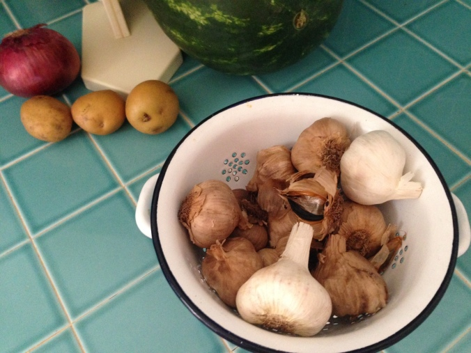 Note the clear difference in color between the black and raw garlic.